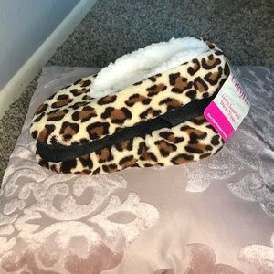 FREE W $20 PURCHASE! Soft Leopard House Slippers
